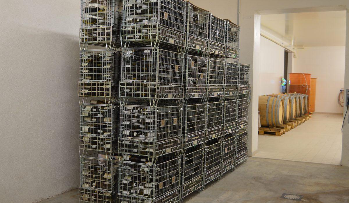 Filbox a inventé des conteneurs métalliques vinicoles grillagés pour des caves efficaces et sécurisées.